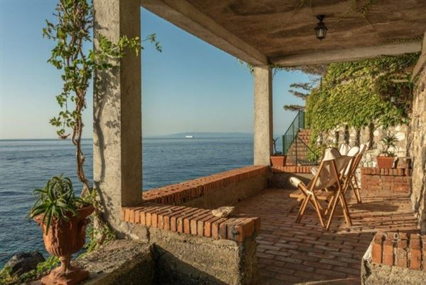 Luxury homes beautiful villa offers exclusive access to the sea