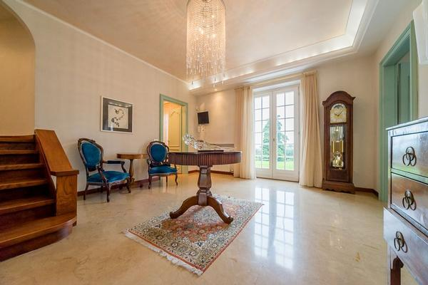 Luxury homes Wonderful Villa for sale in Lazise