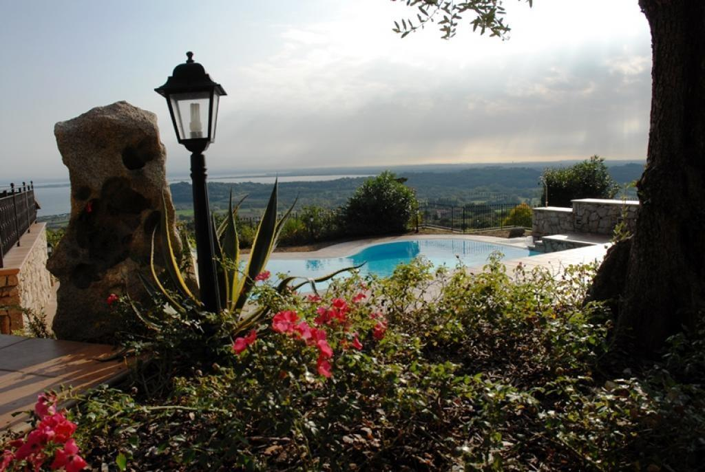 Villa built with Prestigious materials luxury homes