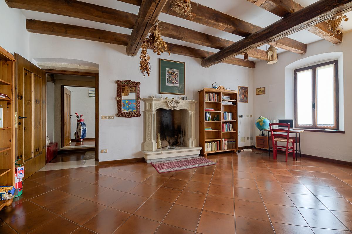 STUNNING COUNTRY HOUSE FOR SALE near Garda Lake luxury real estate