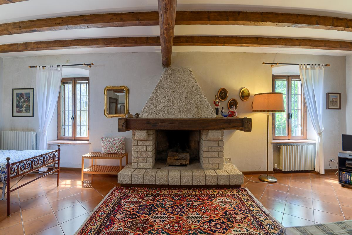STUNNING COUNTRY HOUSE FOR SALE near Garda Lake luxury properties