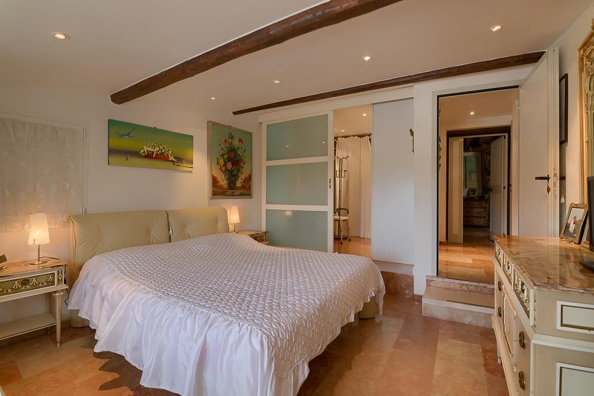 ECLEcTIC SINGLE VILLA IN PARONA luxury real estate