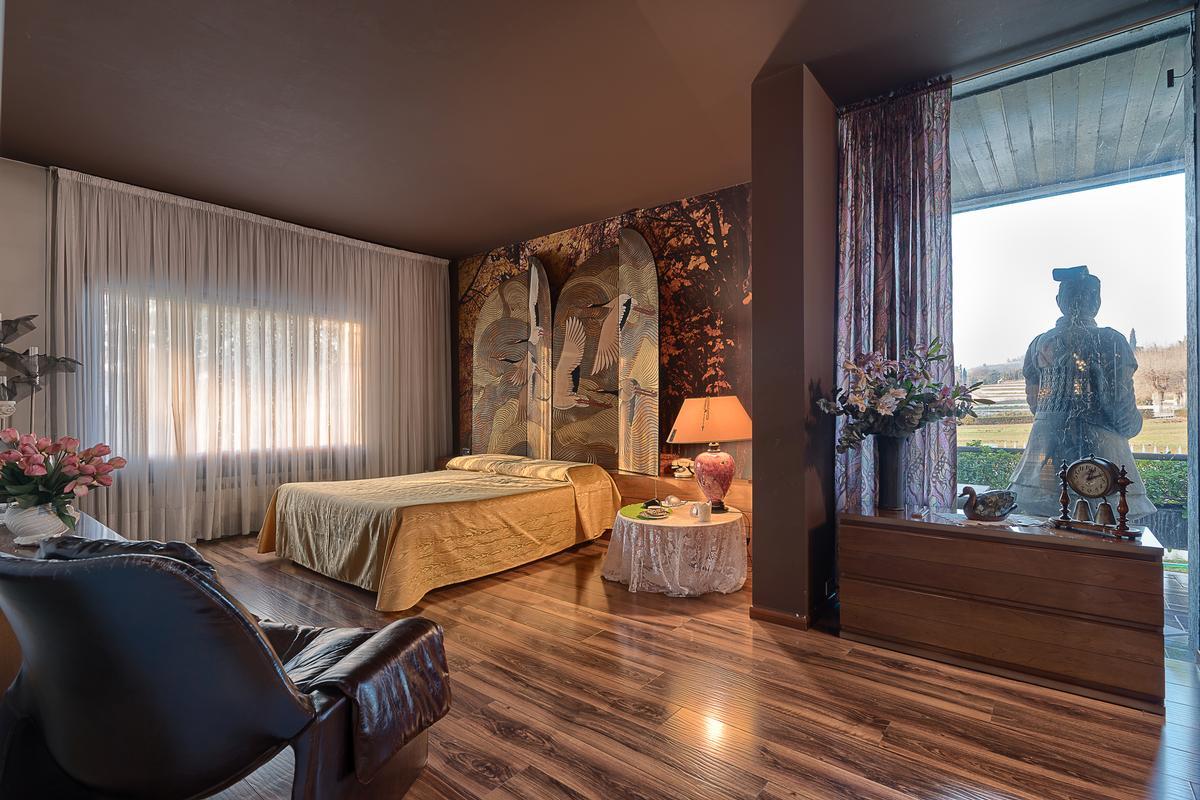 ONE OF A KIND ELEGANT VILLA IN VERONA HILLY AREA luxury properties