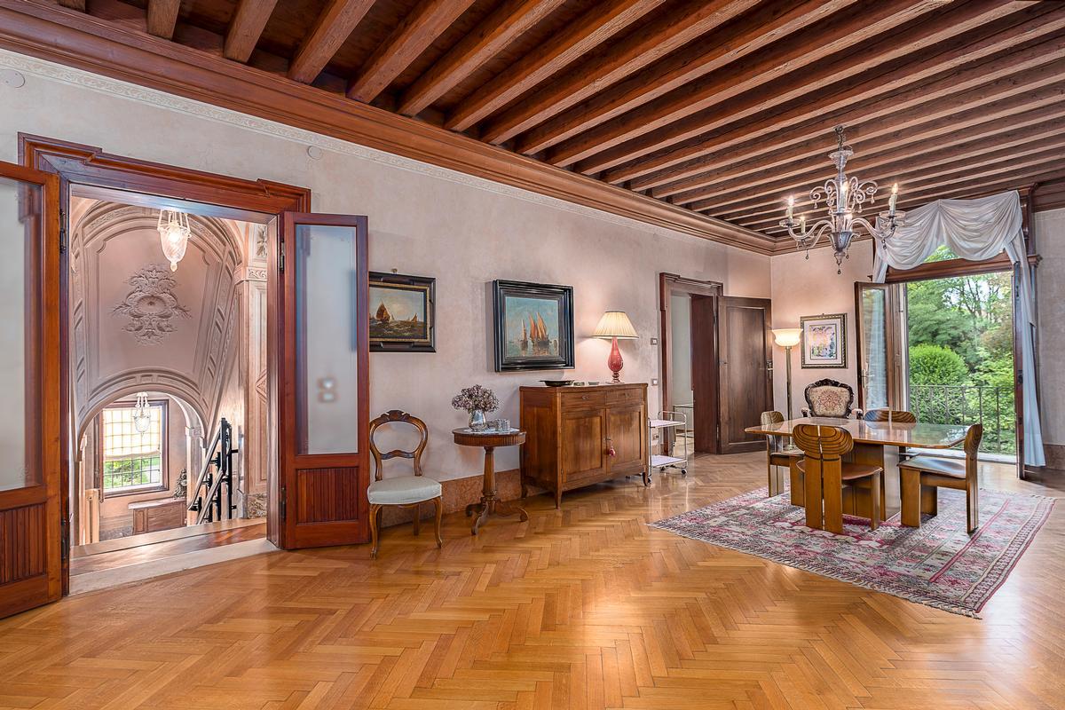 Luxury real estate A CLASSY AND CHARMING VILLA IN LENDINARA ROVIGO