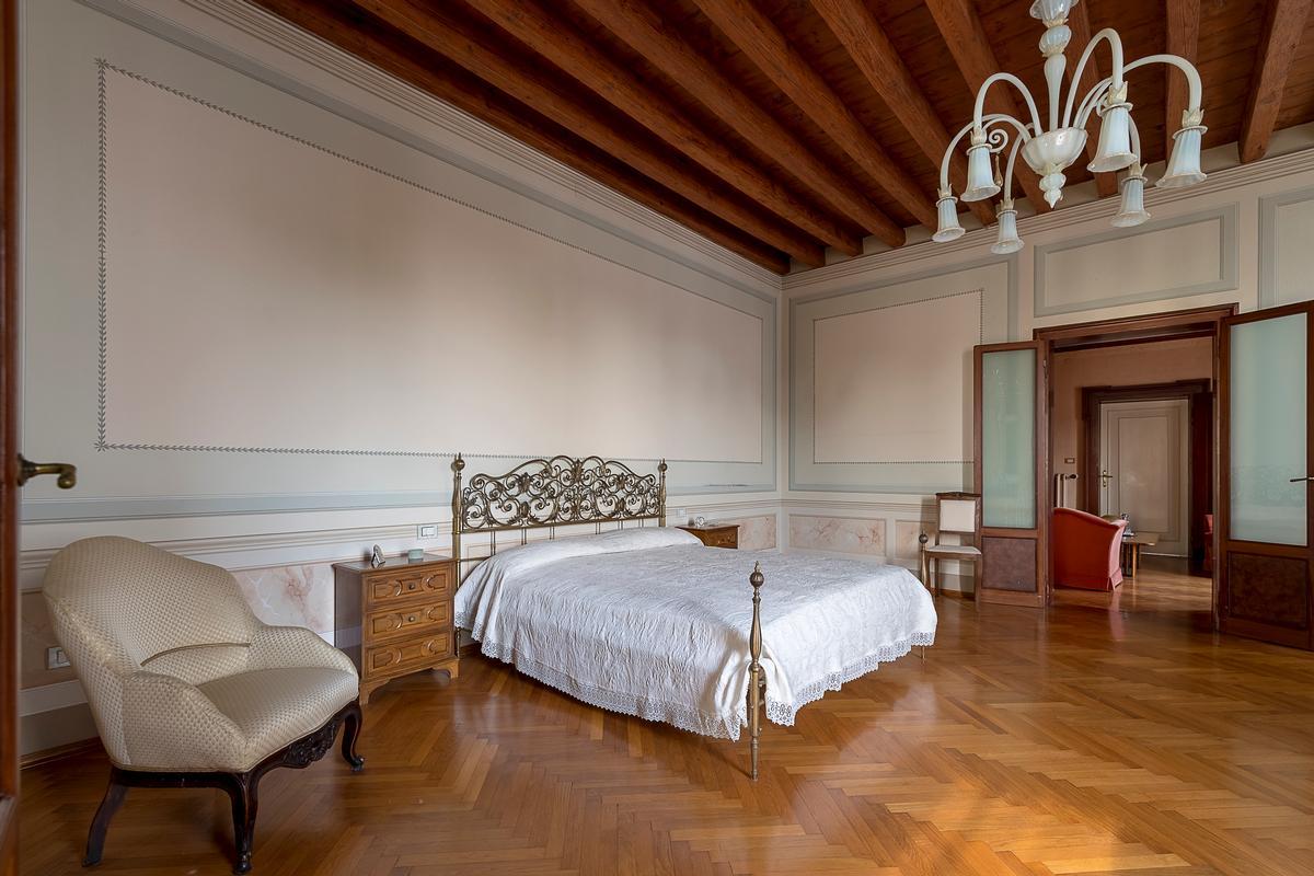 Mansions in A CLASSY AND CHARMING VILLA IN LENDINARA ROVIGO