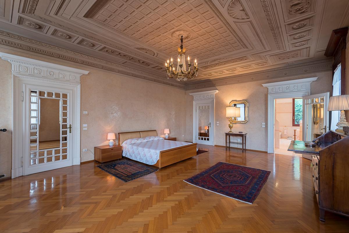 A CLASSY AND CHARMING VILLA IN LENDINARA ROVIGO mansions