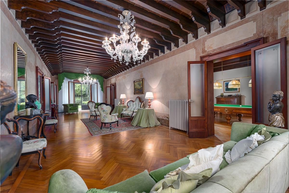 Luxury properties A CLASSY AND CHARMING VILLA IN LENDINARA ROVIGO