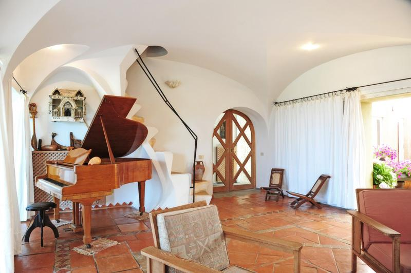 Luxury homes in Villa Solenzana in Sardinia for Rent