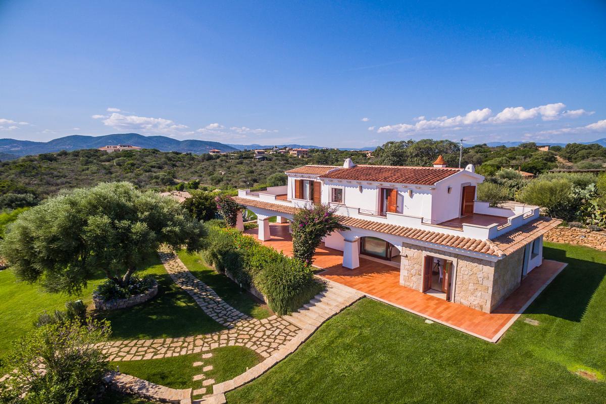 Villa Elicriso mansions