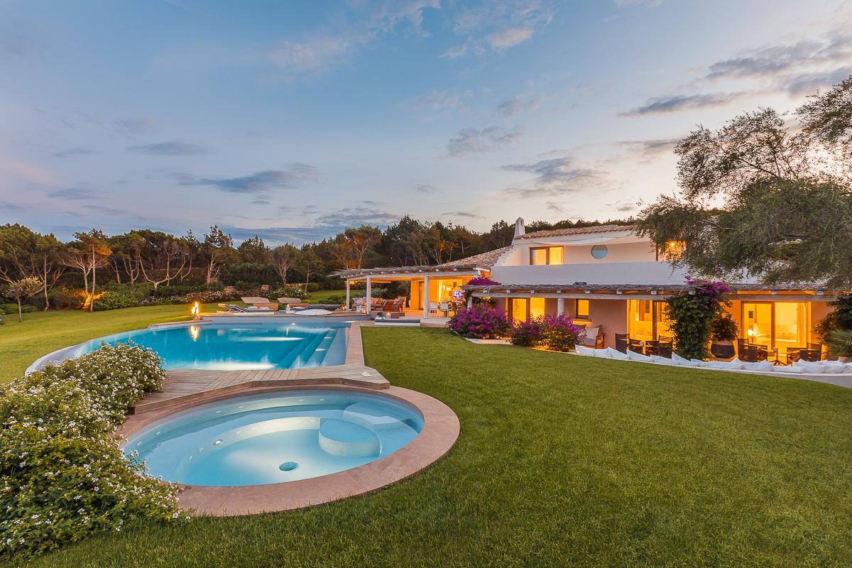 Luxury real estate Unique Waterfront Villa in Italy