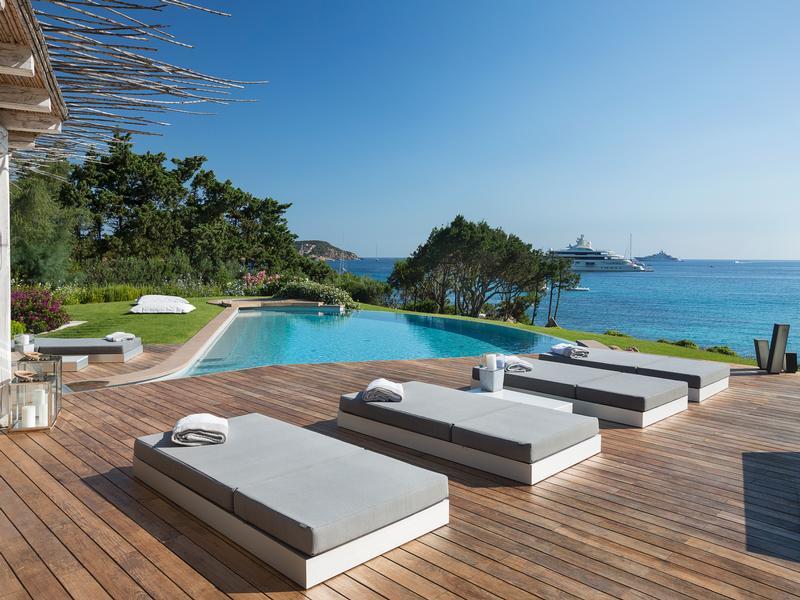 Luxury properties Unique Waterfront Villa in Italy