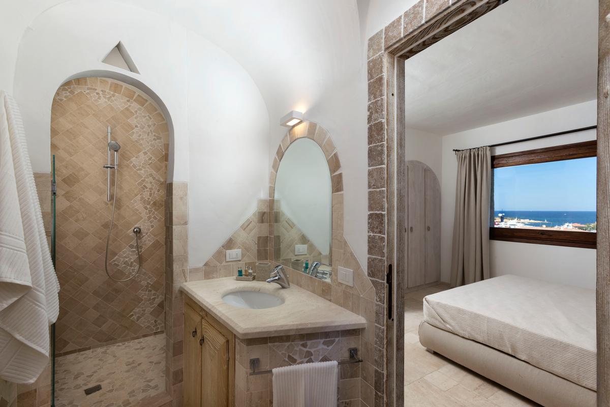 Luxury Apartment on the Marina luxury properties