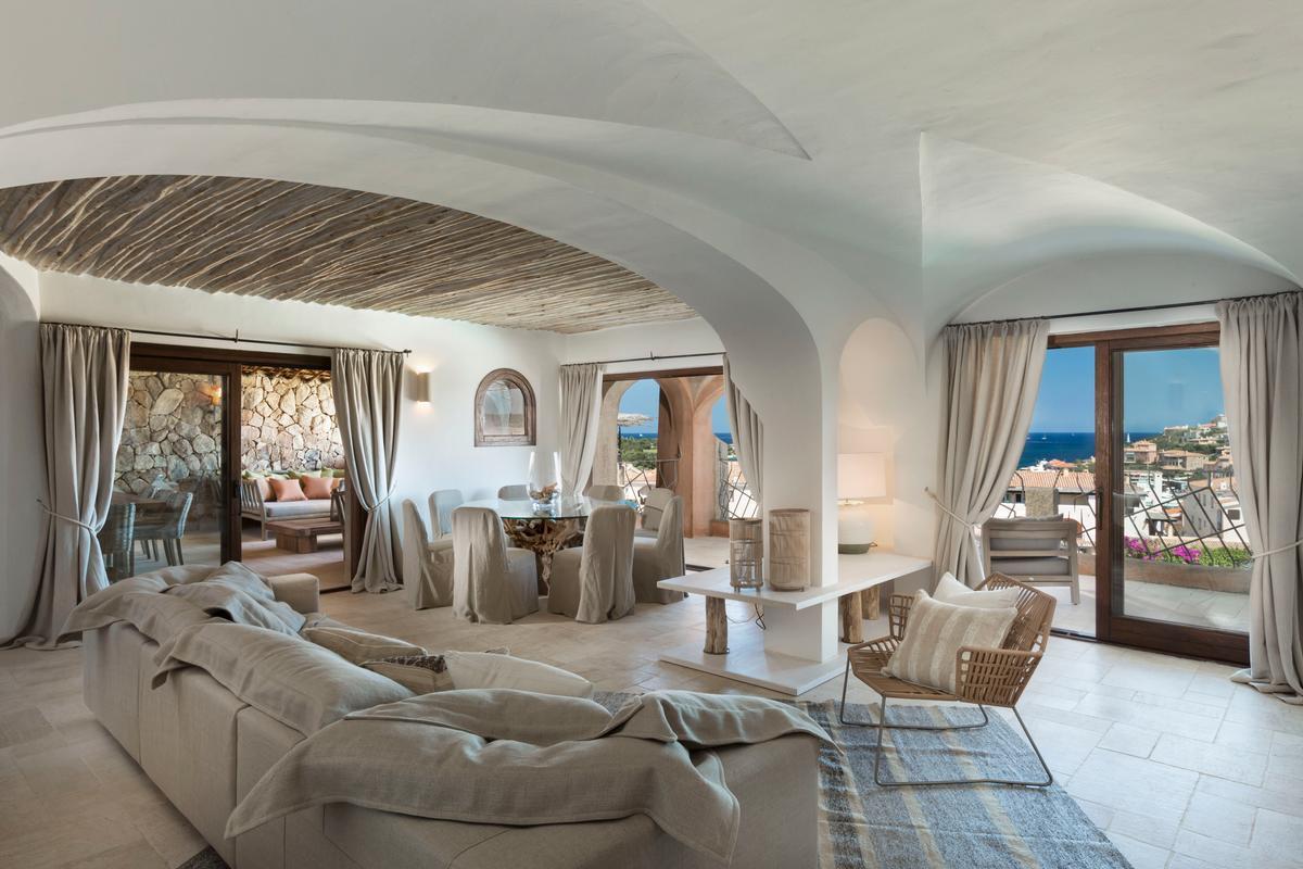 Luxury real estate Luxury Apartment on the Marina
