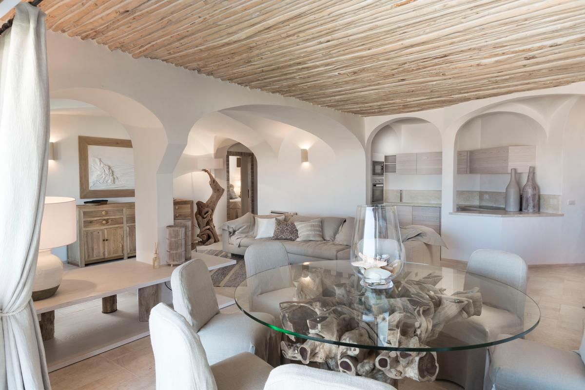 Luxury Apartment on the Marina luxury homes