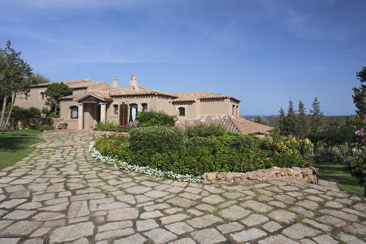 Mansions in Villa Nibani