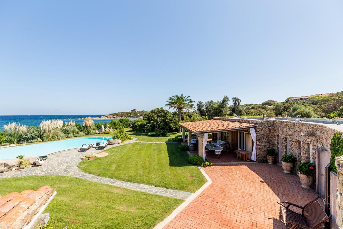 Luxury homes WATERFRONT VILLA GUTTUSO in Porto rotondo