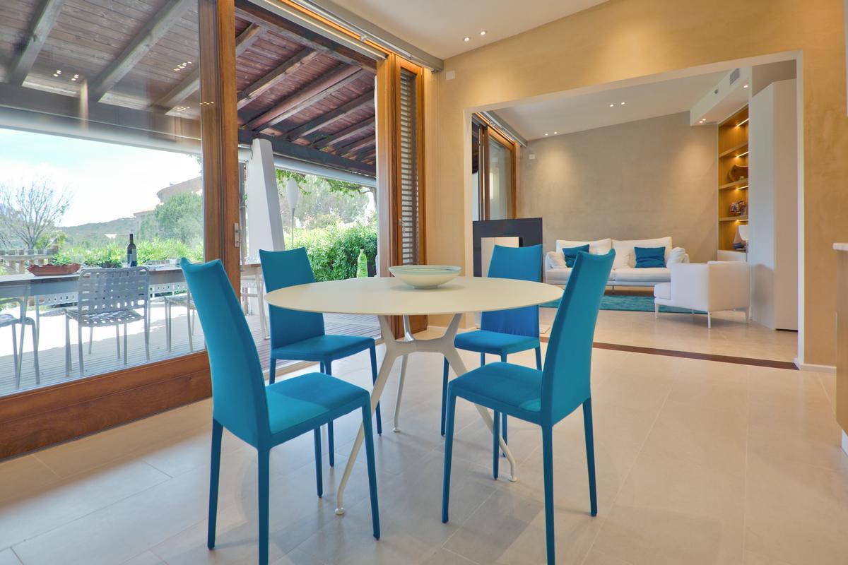 Luxury properties Villa with Wide Outdoor Living spaces