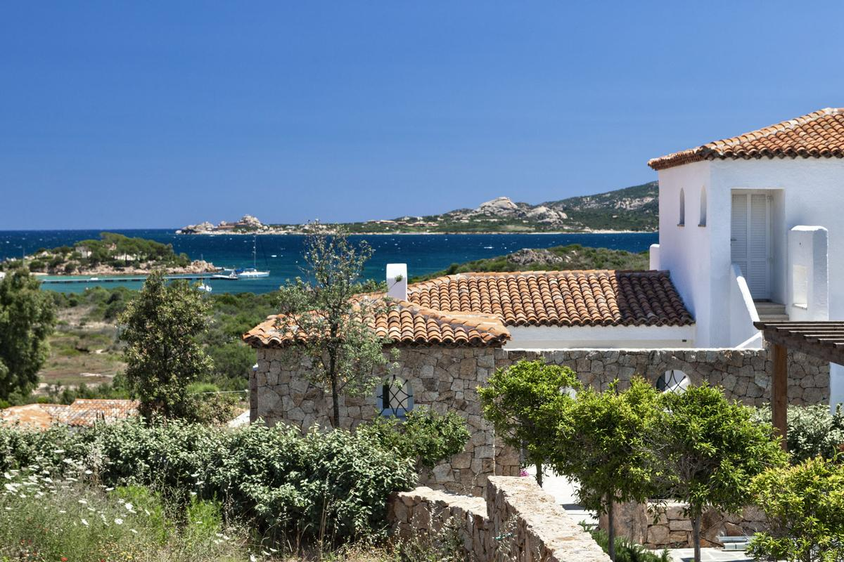 Mansions in Stunning Seafront Villa