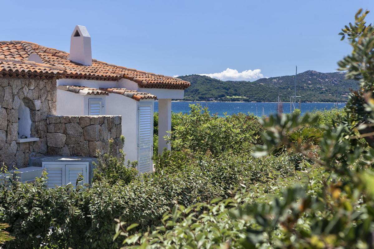 Luxury real estate Beautiful Seafront Villa