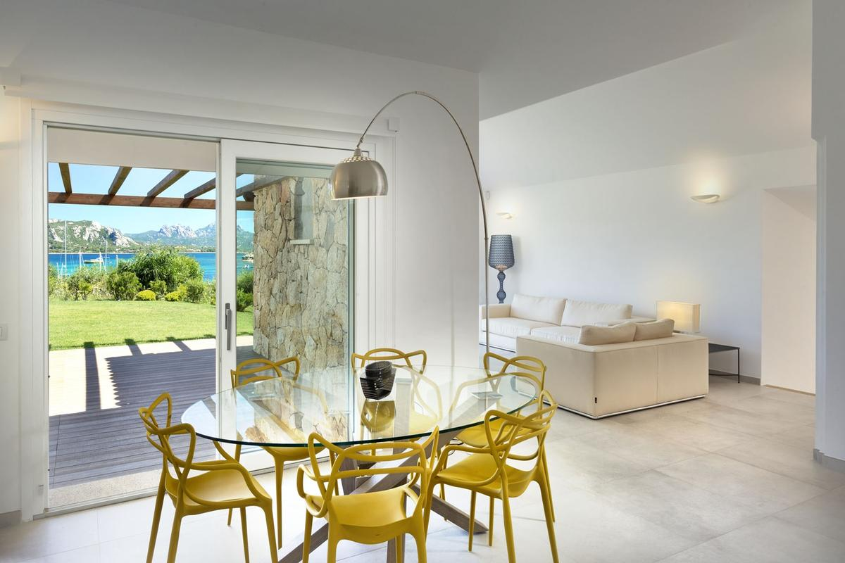 Luxury homes Beautiful Seafront Villa