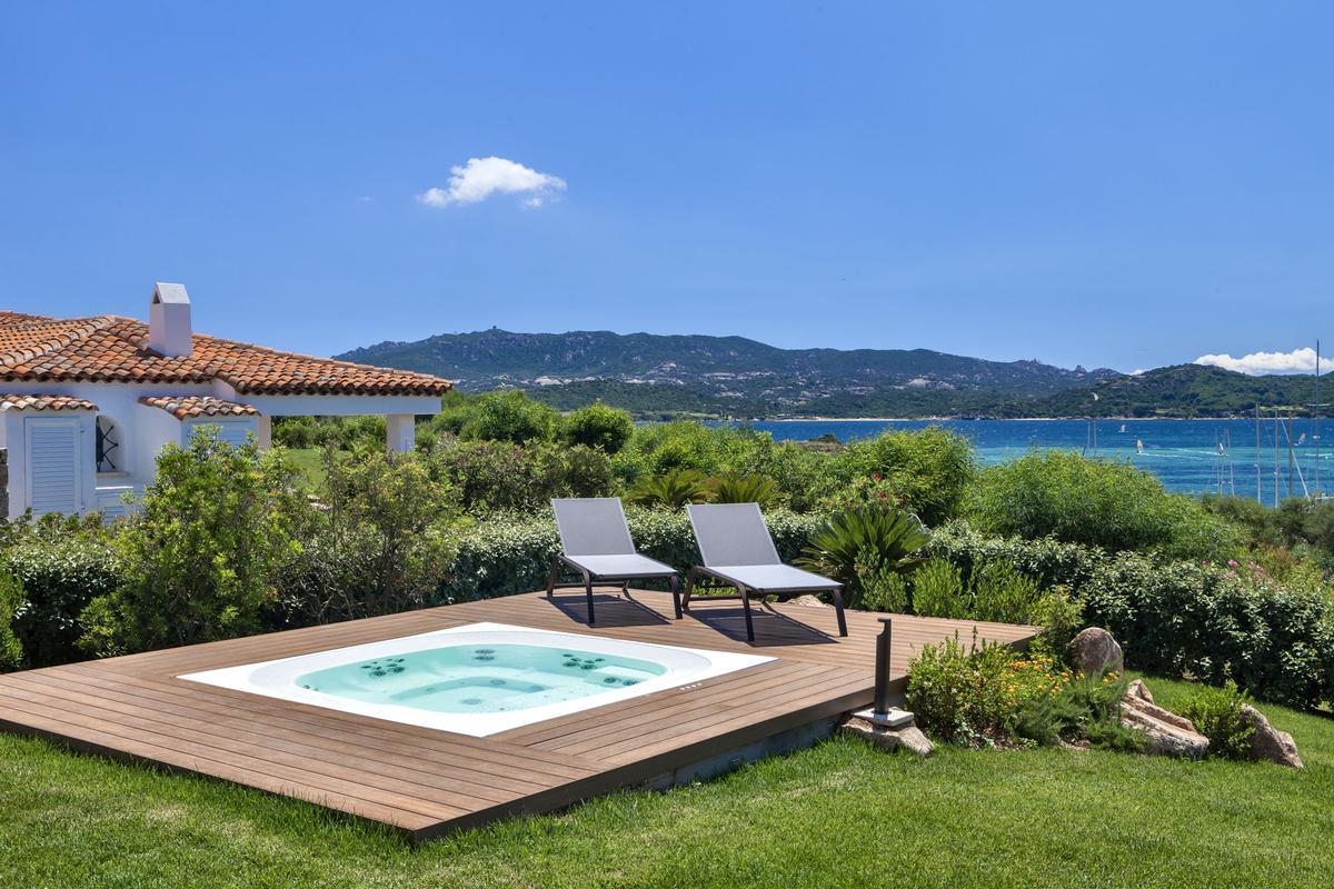 Beautiful Seafront Villa luxury real estate