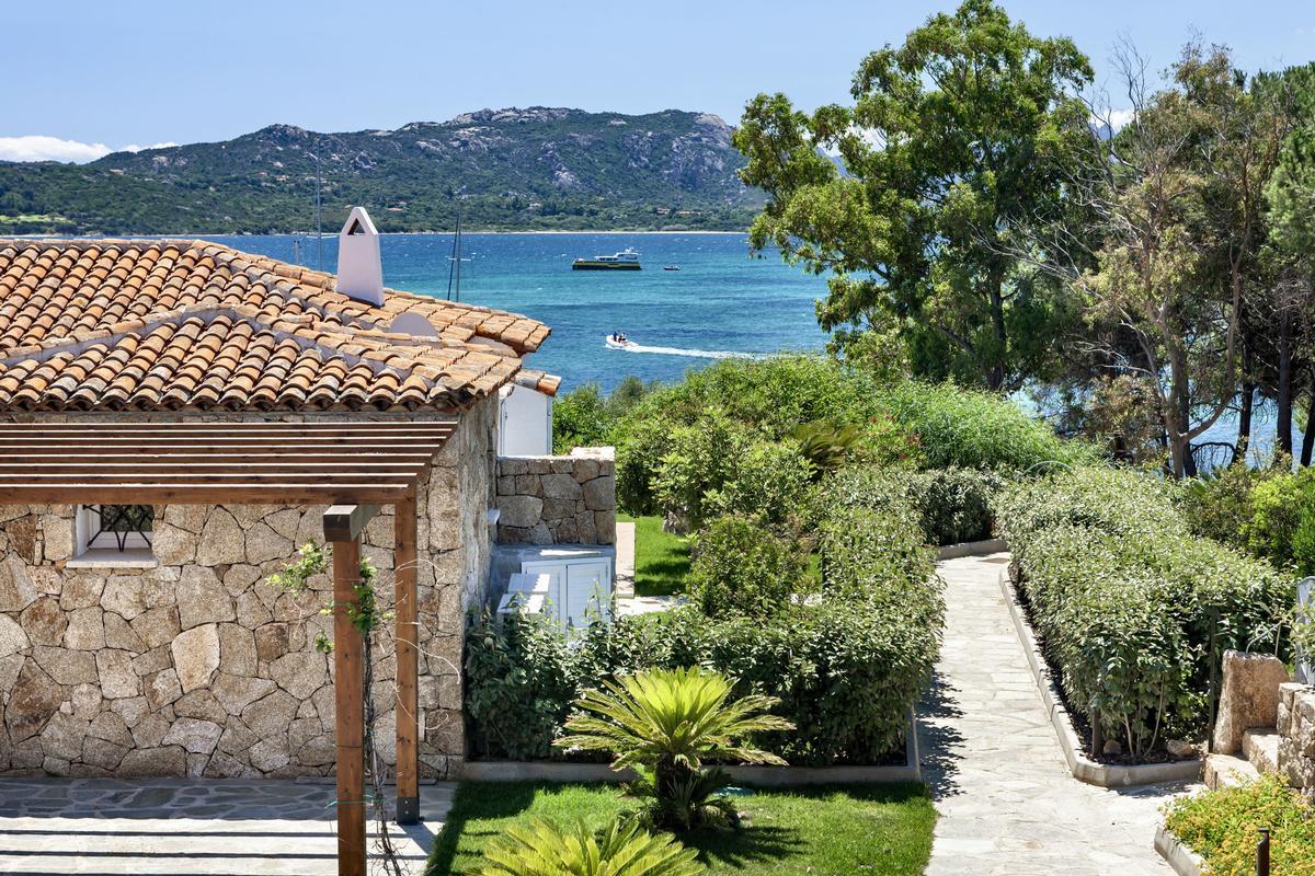 Mansions Beautiful Seafront Villa