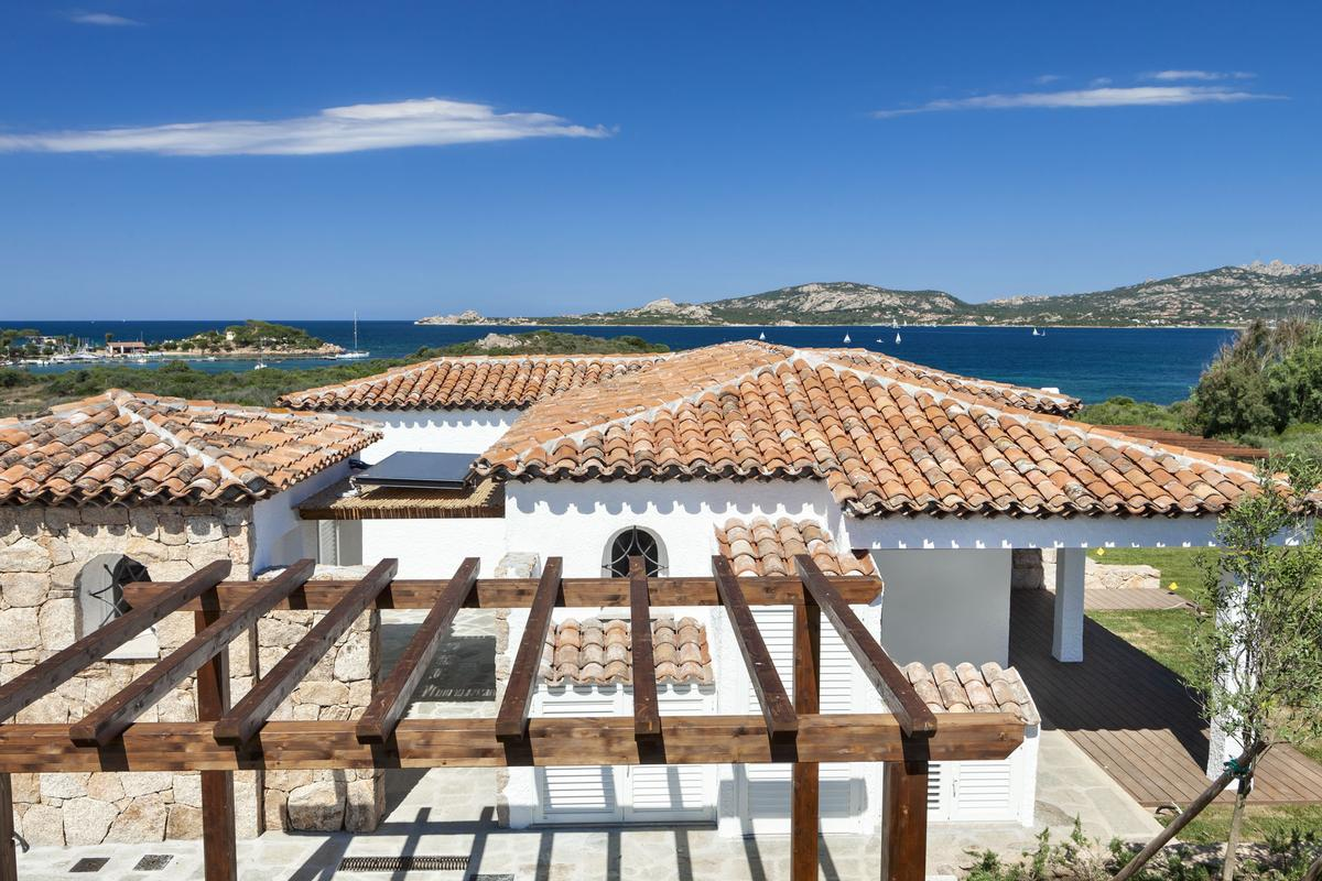 Luxury homes in Beautiful Seafront Villa