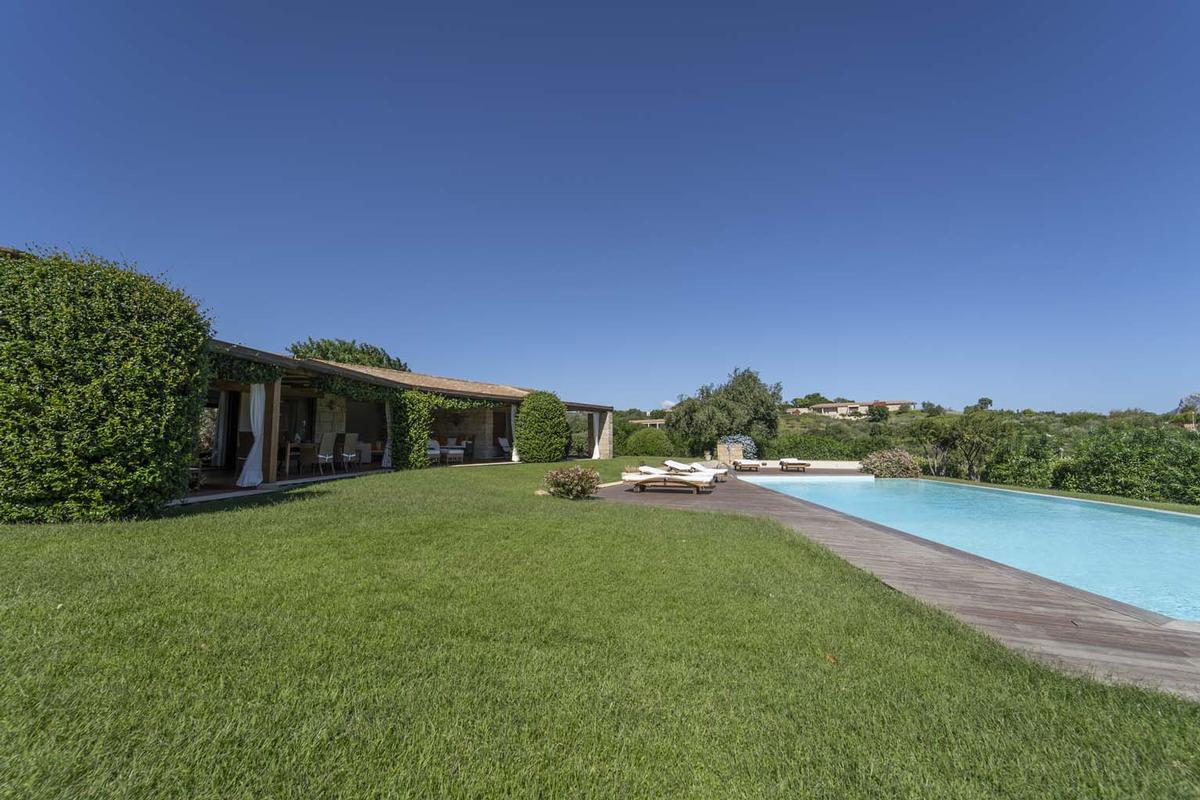 Villa Aldia mansions