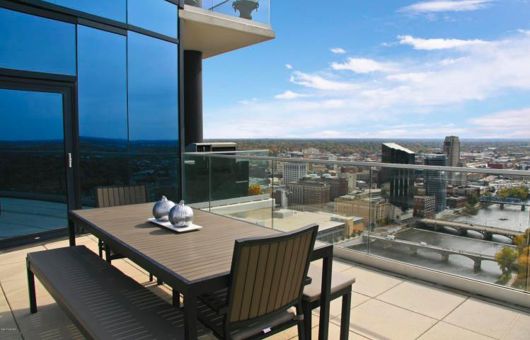 Luxury real estate 30th Floor High Rise Overlooking Grand River
