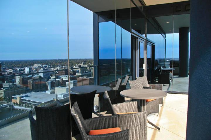 30th Floor High Rise Overlooking Grand River luxury real estate