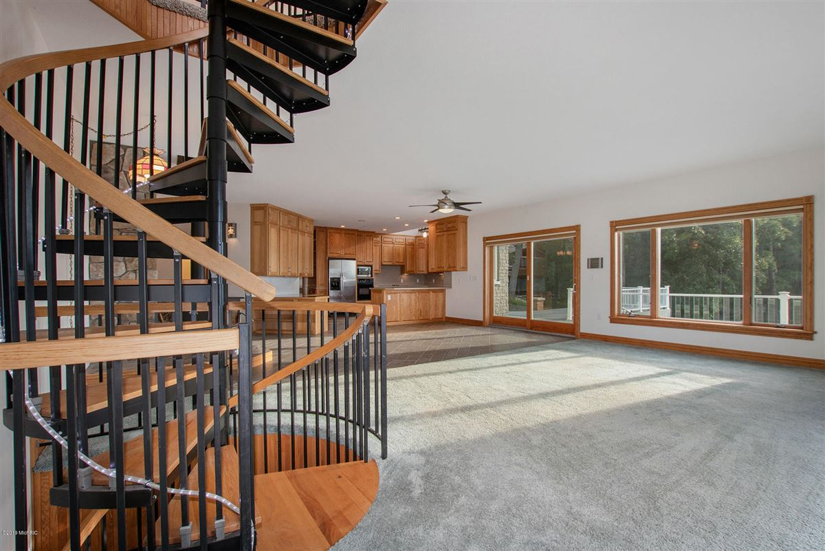 Mansions custom built home offers a spacious open floor plan