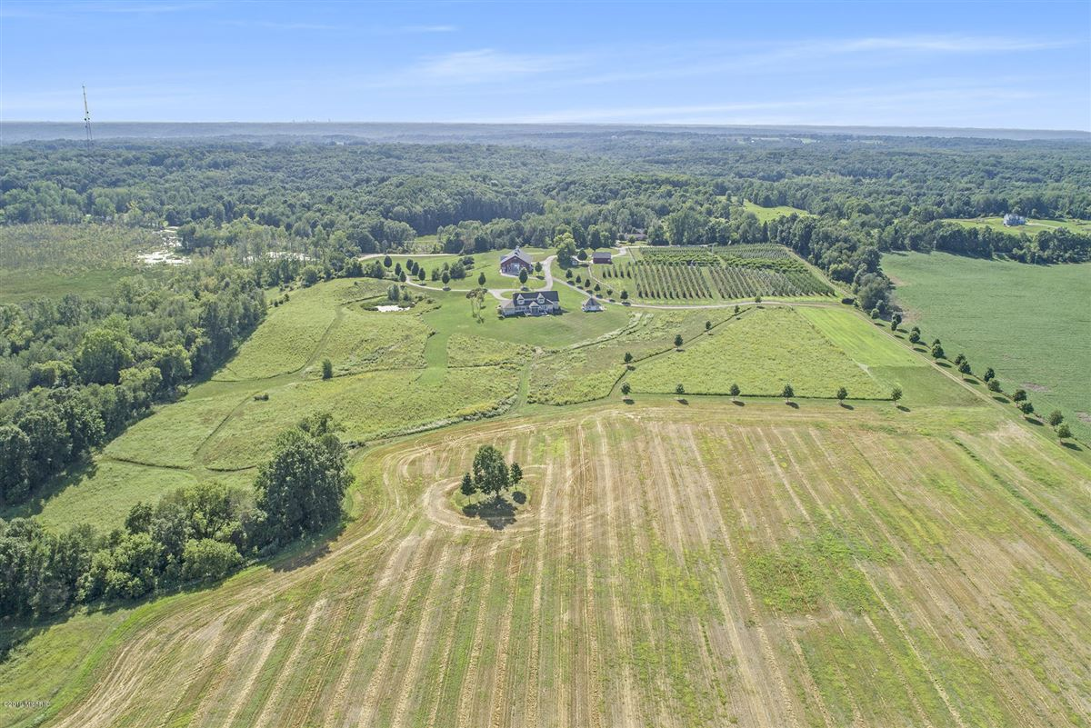 Luxury real estate Welcome to Honey Creek Farm