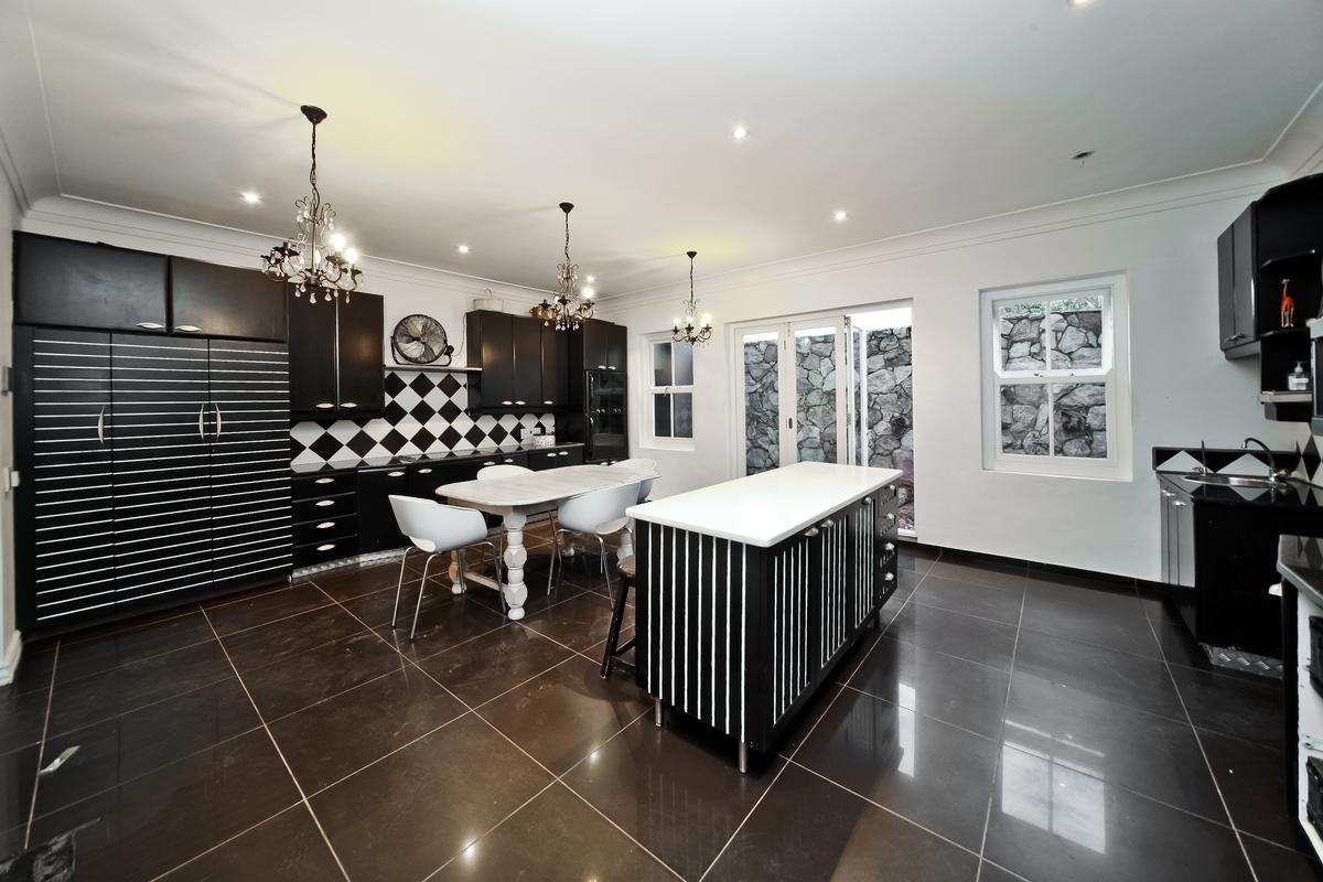 Luxury homes Magnificent home in Bryanston