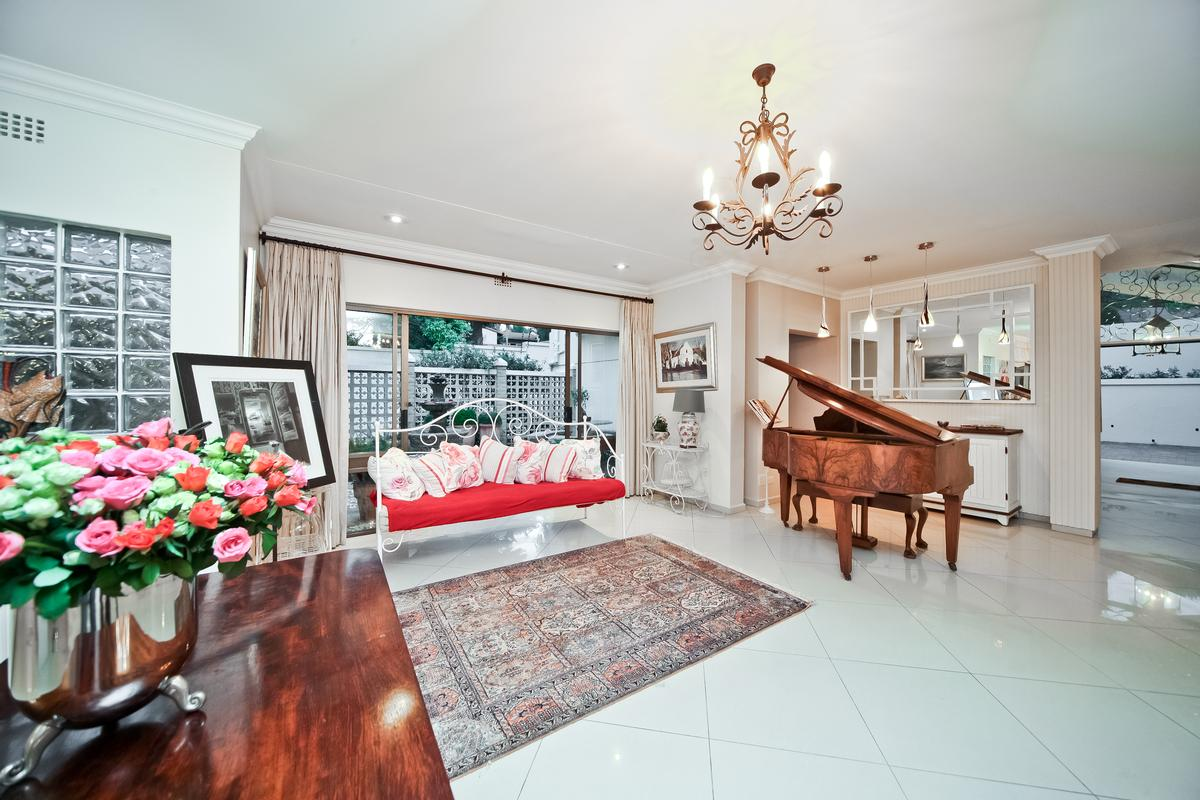 Luxury homes Atholl Family home