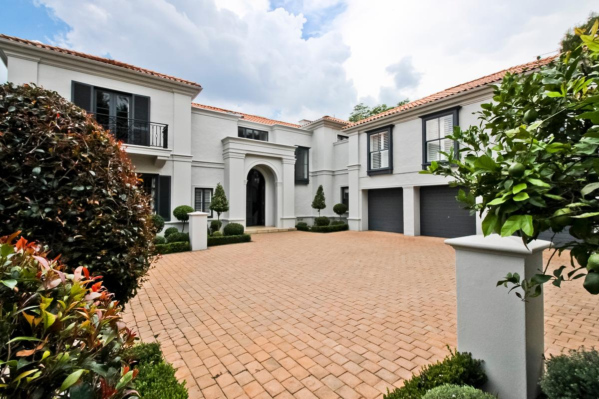 Contemporary Sophistication luxury properties