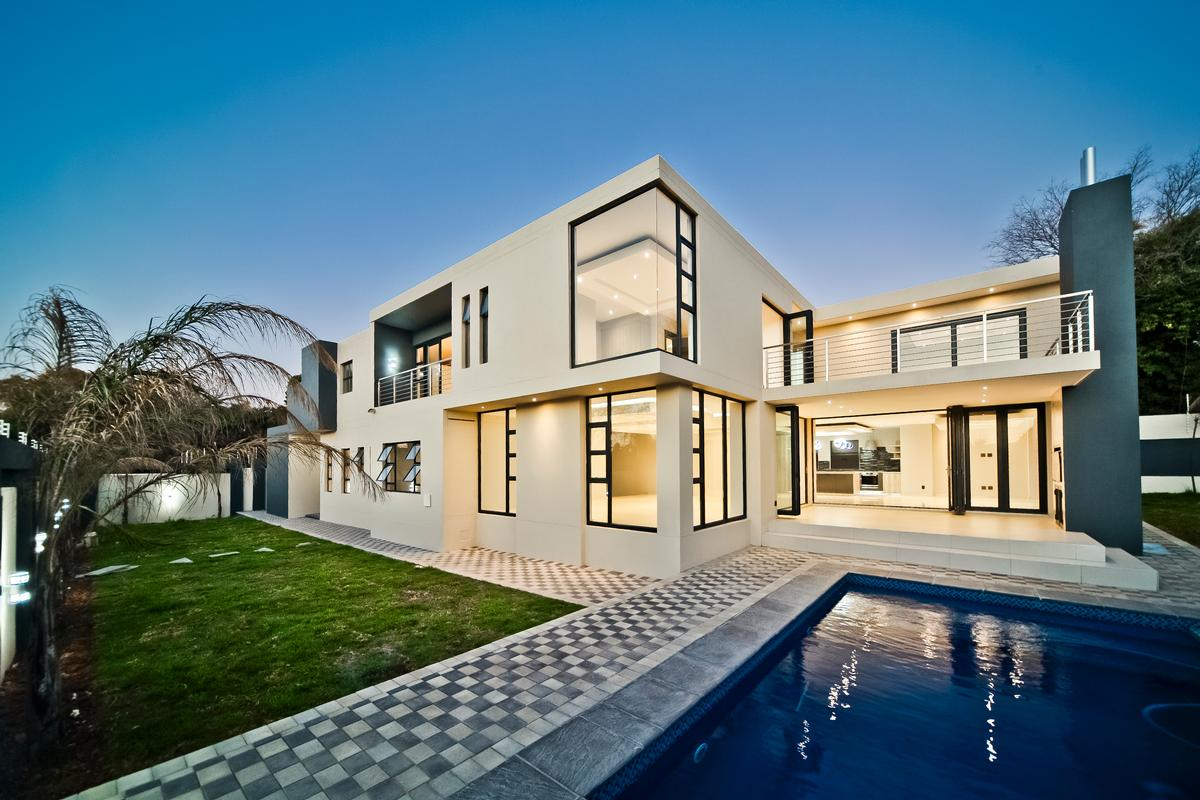 Luxury real estate One of a kind - Brand new modern home