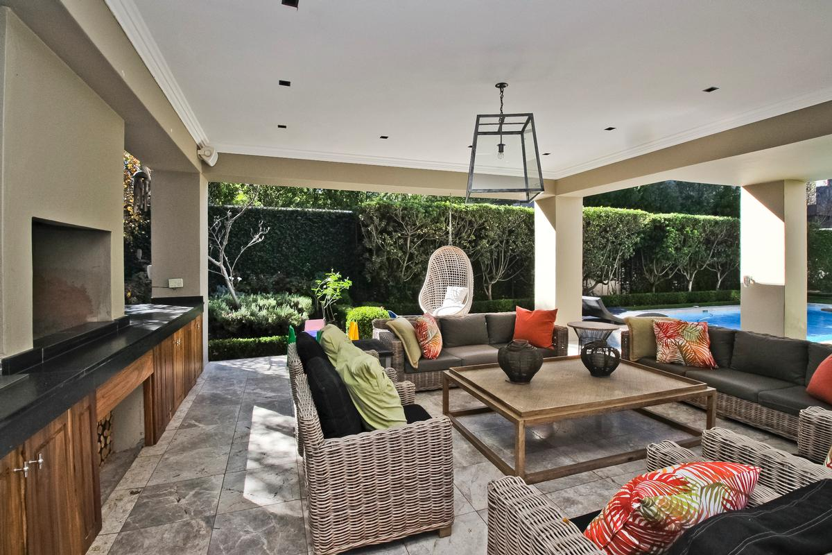Luxury real estate A stylish home – presented with panache!