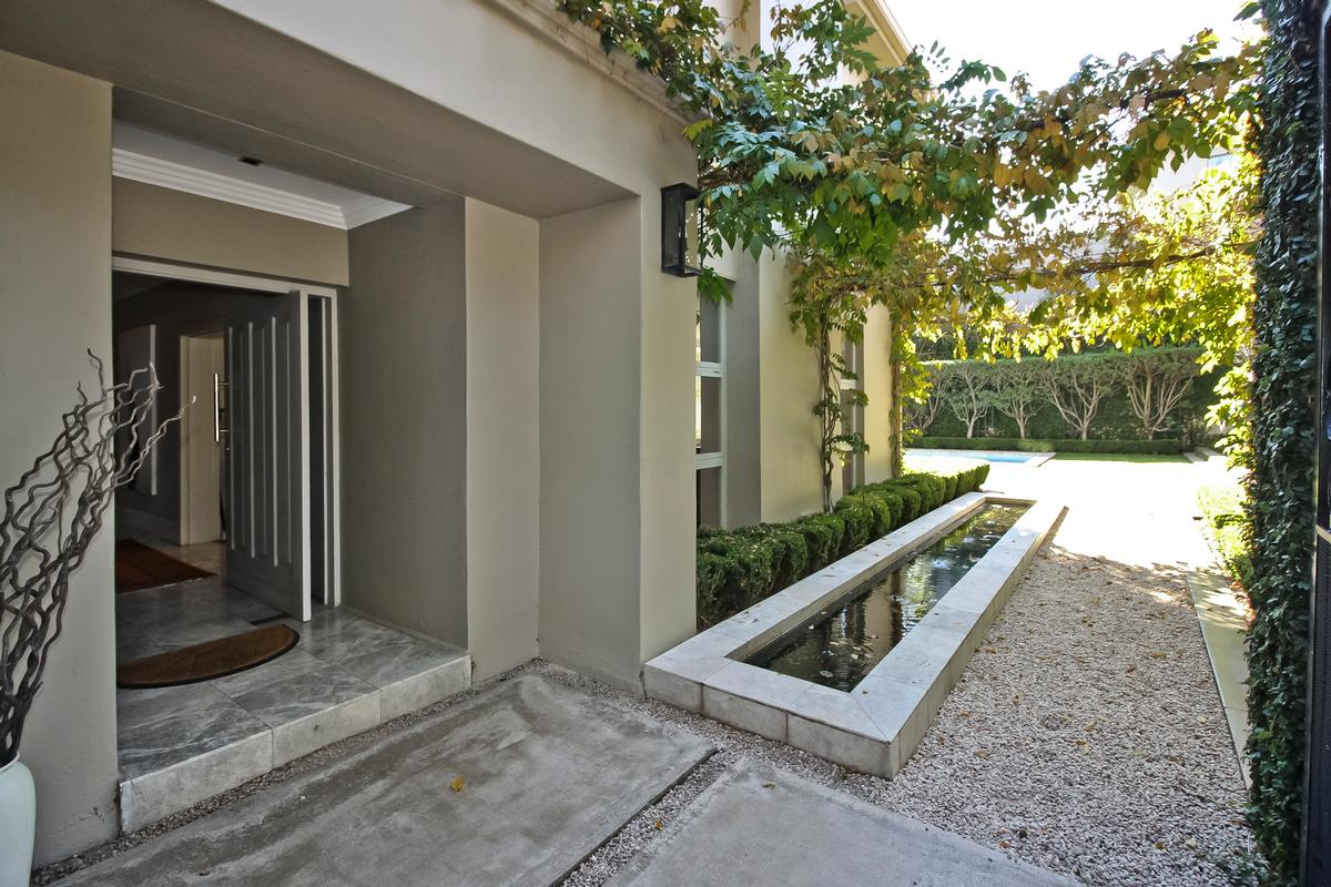 Luxury properties A stylish home – presented with panache!