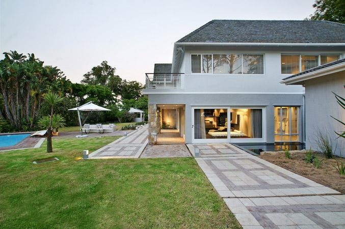 Luxury homes in CONTEMPORARY MASTERPIECE