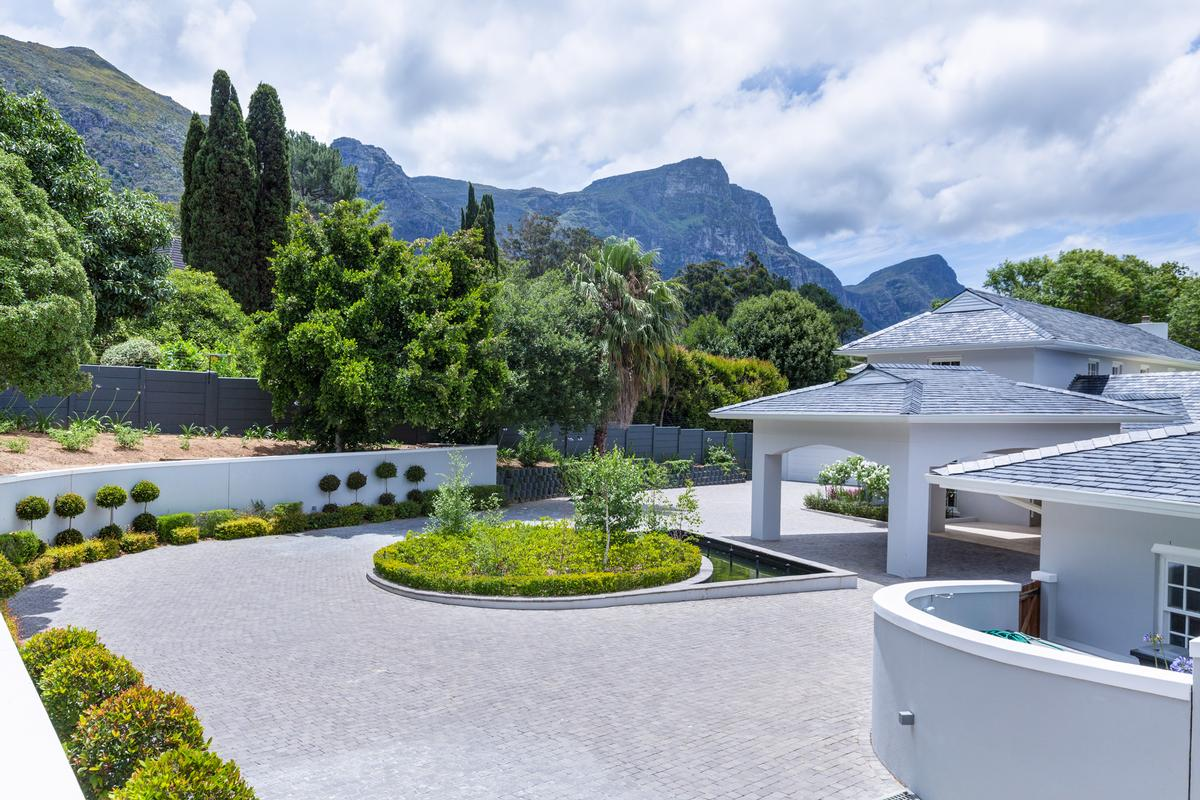 A majestic mansion of grand proportions luxury properties