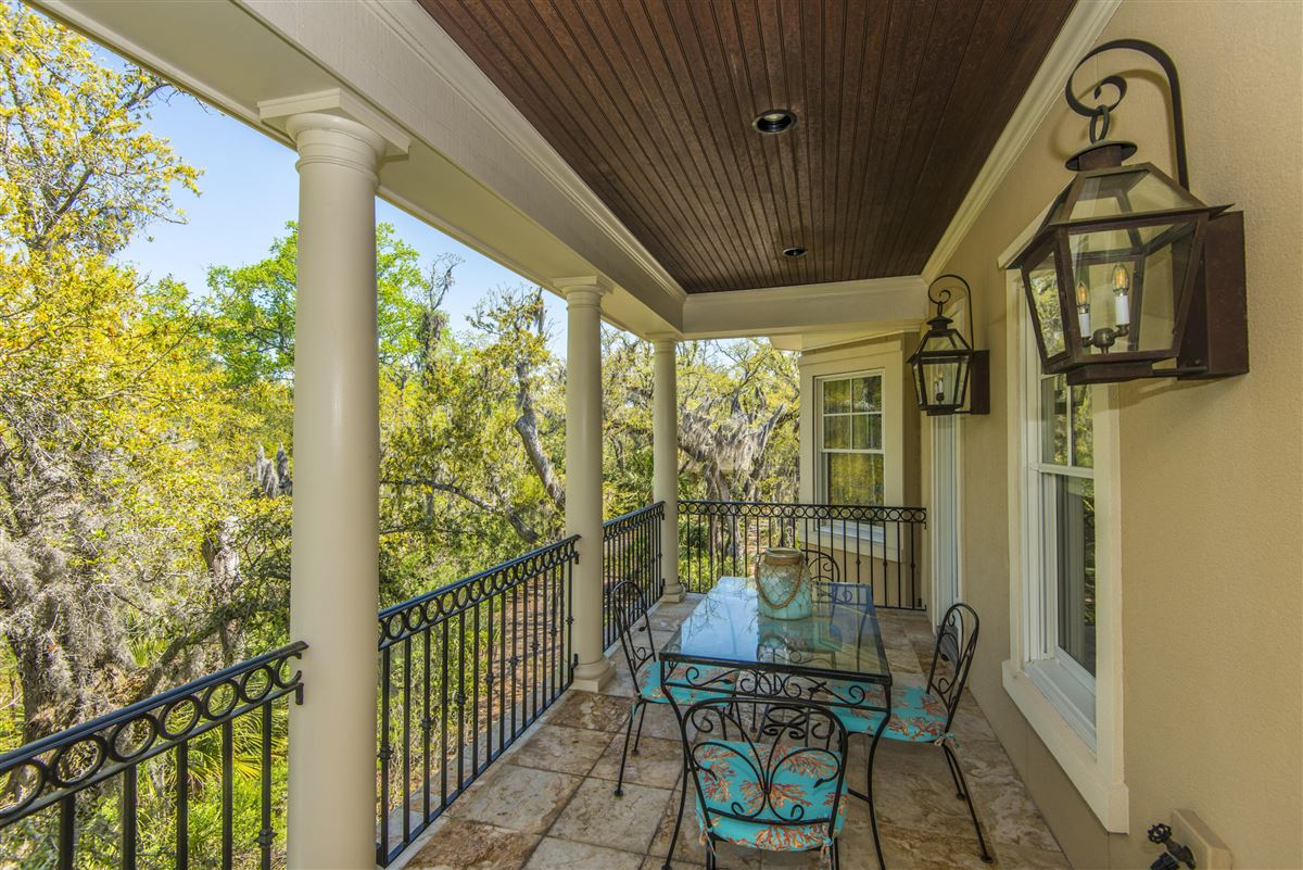 Mansions in luxurious Lowcountry living in Beresford Hall