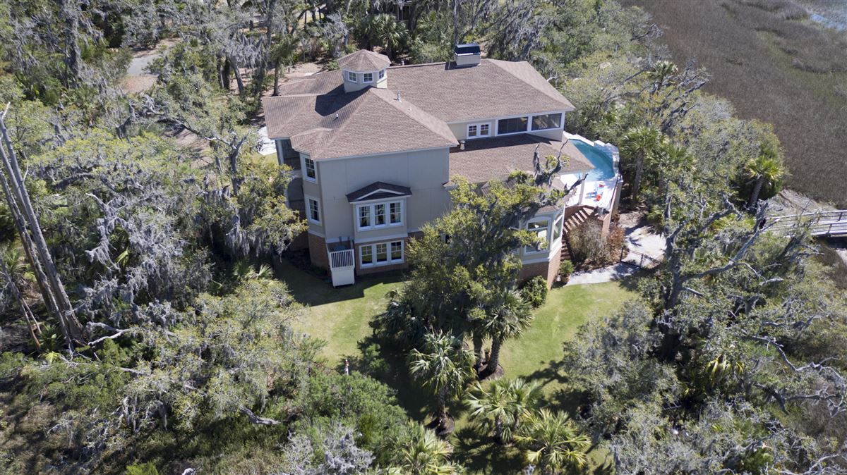 luxurious Lowcountry living in Beresford Hall mansions