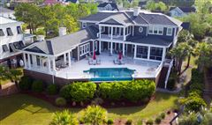Mansions in a meticulously kept luxurious waterfront estate
