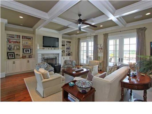 Luxury real estate a meticulously kept luxurious waterfront estate