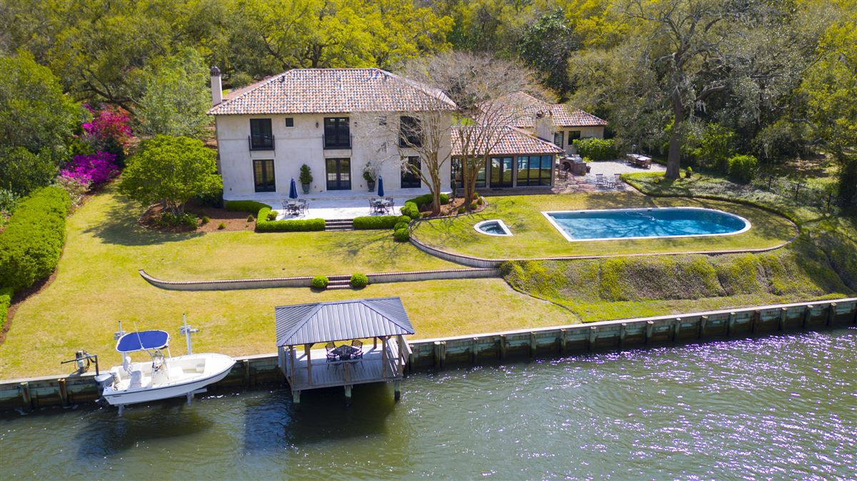 Waterfront estate home luxury homes