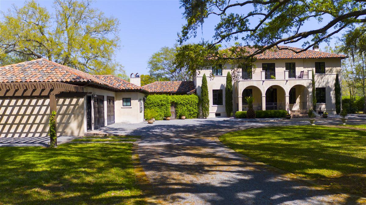 Waterfront estate home luxury properties