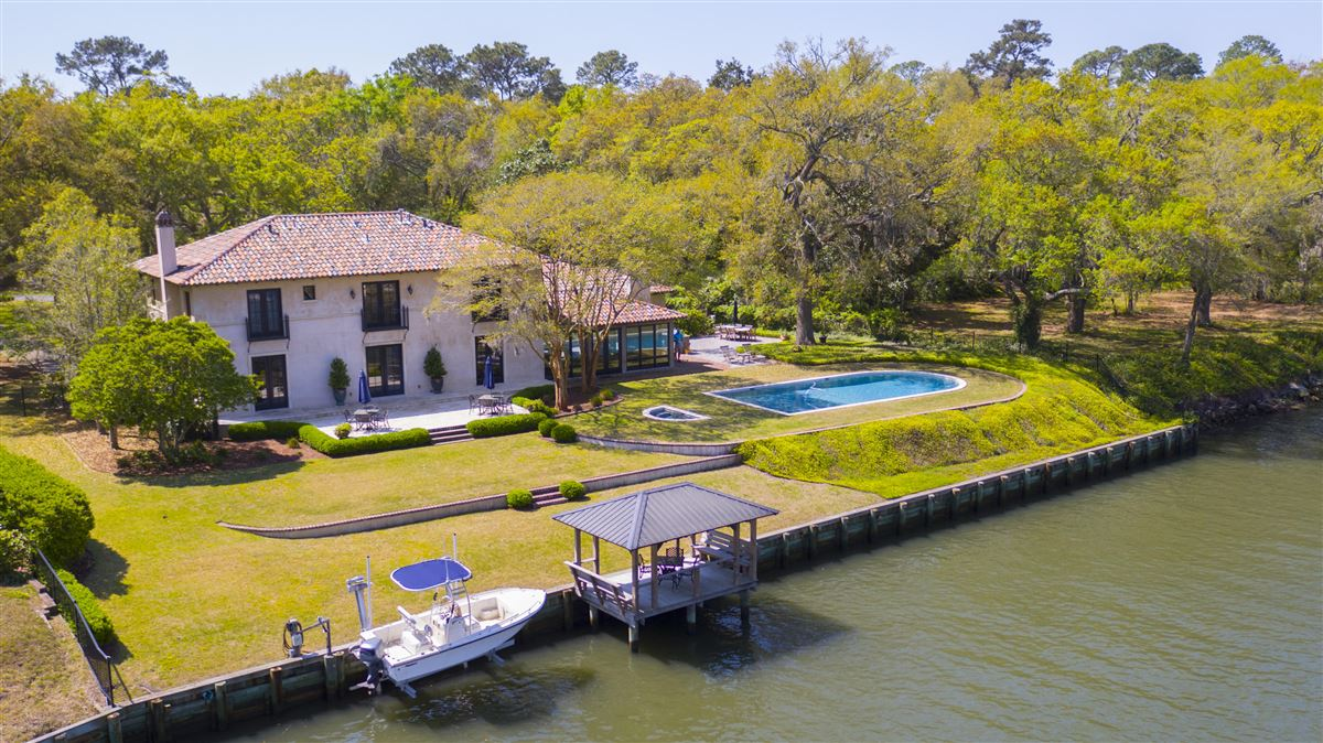 Waterfront estate home mansions