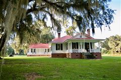 Mansions in Tomotley Plantation in yemassee