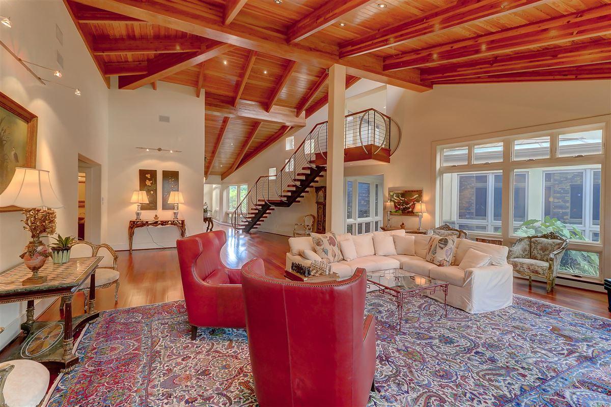 Luxury homes in wonderful deepwater estate