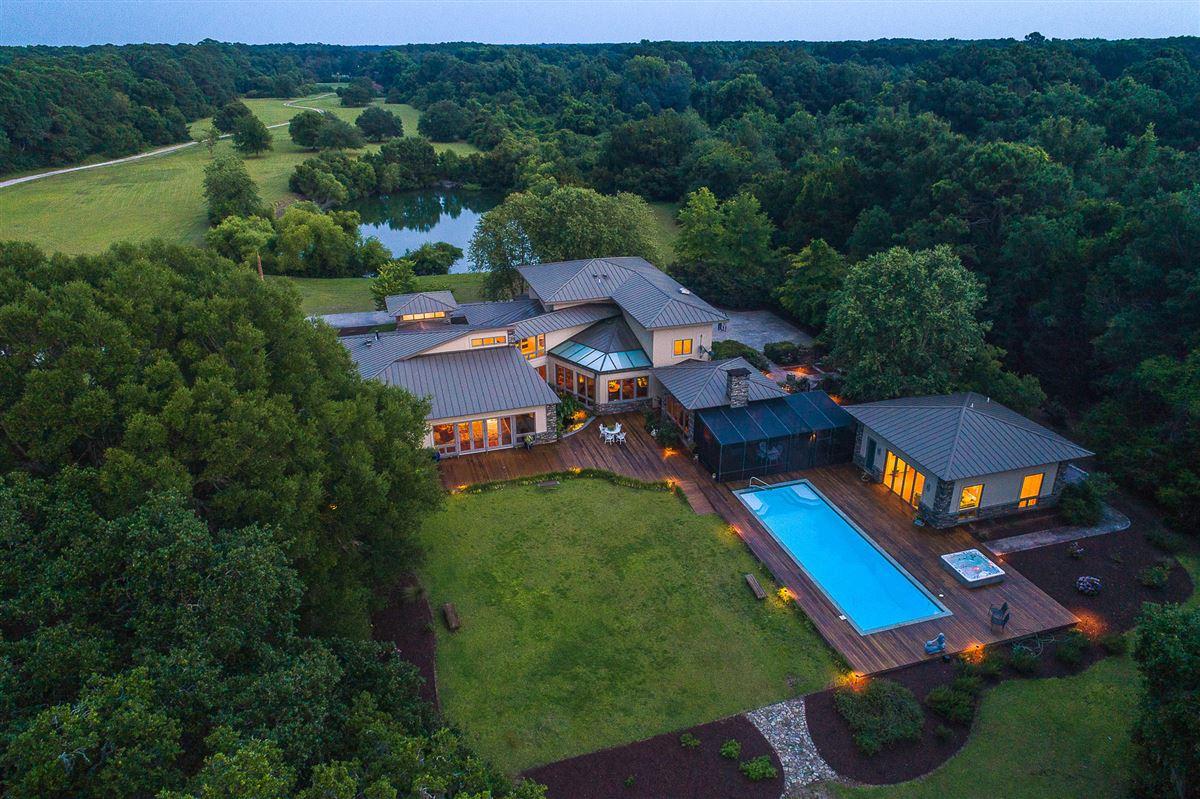 Luxury properties wonderful deepwater estate